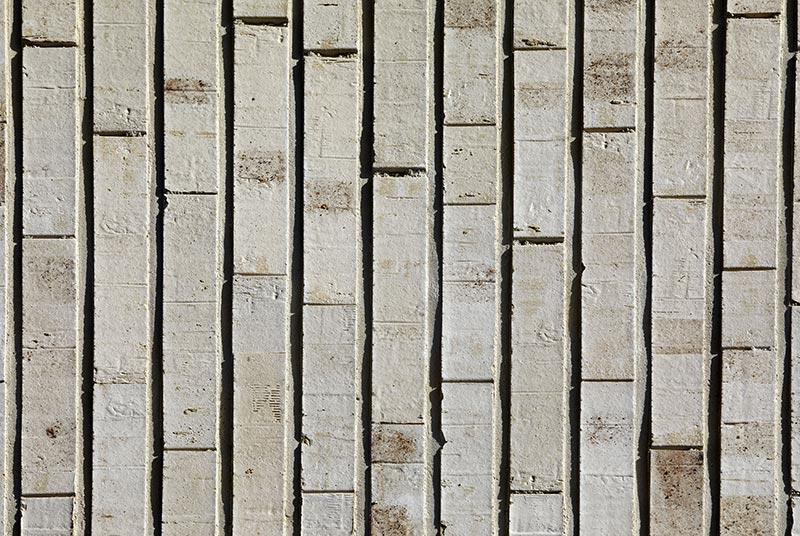 Der beige-weiße Langeland HSG Klinker mit seinen dezenten schwarz-anthraziten Kohleaufschmauchungen passt in das vom Wasser umgebene Gebiet mit seiner industriellen Vergangenheit. Foto: Andreas Secci