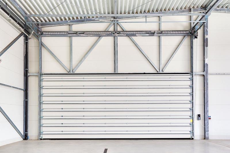 Die 60 mm dicken INNOVO-Paneele aus feuerverzinktem Stahl, gefüllt mit PU-Schaum, sorgen für einen hohen Wärmedurchgangskoeffizienten. Foto: Wiśniowski