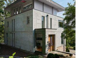Die neue Stadtvilla greift die Elemente einer klassischen Gründerzeitvilla bewusst auf und interpretiert sie neu. Foto: Udo Schönewald