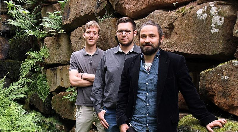 Die Gründer (v.l.n.r.) Martin Hamp, Björn Stichler und Dr. Tobias Graf haben die Fassadenbegrünung entwickelt. Foto: Koziel/TUK