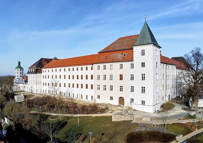 Im ersten Bauabschnitt wurde der Westflügel des Günzburger Schlosses saniert. Foto: Ingo Jensen/Schwenk Putztechnik