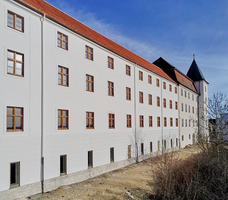 Erstmals erhält die Fassade wieder eine Gliederung. Foto: Ingo Jensen/Schwenk Putztechnik