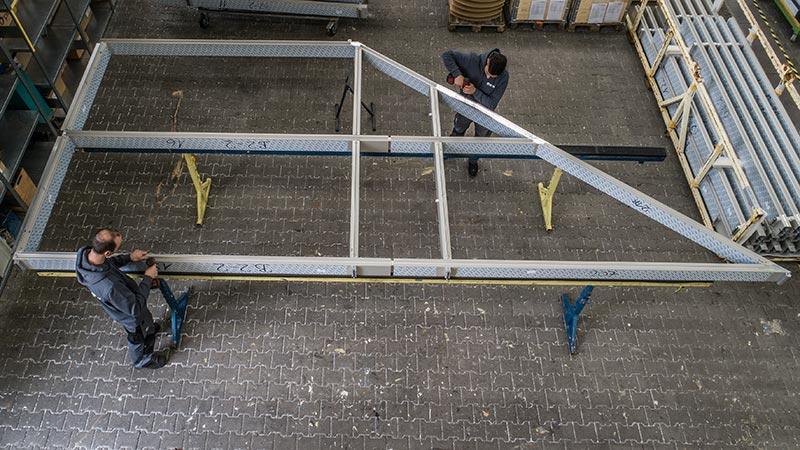 Die Vorfertigung fand im Freyler Metallbau Werk in Kenzingen statt. Das Profilsystem wurde so konfektioniert, dass die Arbeiten auf der Baustelle optimal ablaufen können. Bild: FREYLER