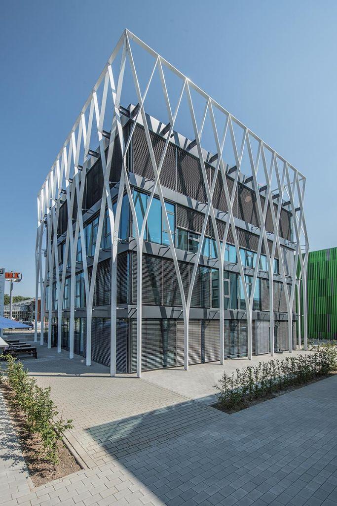 Freyler Metallbau entwickelte und realisierte eine außergewöhnliche Fassade für das BIZZZ in Offenburg.