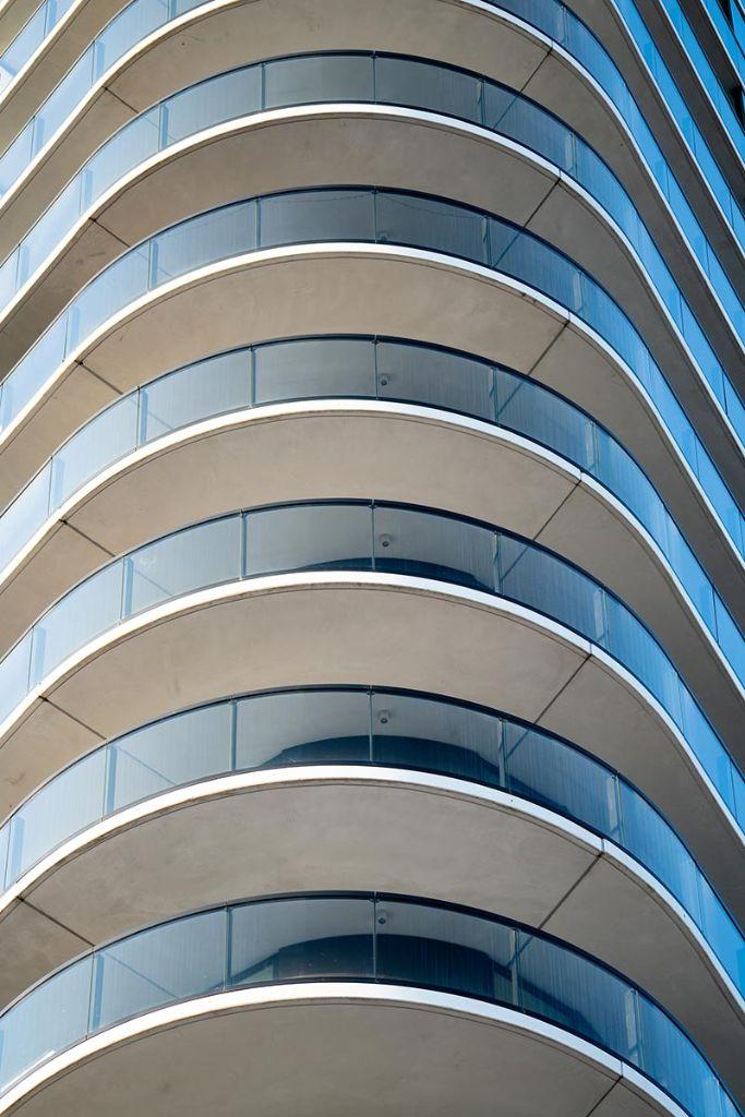 Durch selbstverdichtende Betone wird eine hohe Sichtbetonqualität mit poren- und lunkerfreien Oberflächen erzielt. Foto: egbertdeboer.com