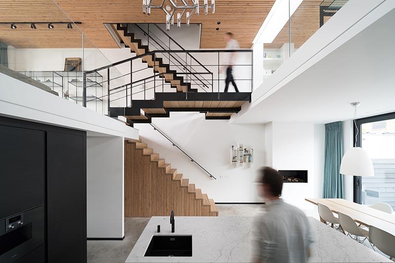 Ein offener Wohnraum verleiht dem Haus Leichtigkeit und Weite auf kleinem Raum. Bildnachweis: Solarlux GmbH