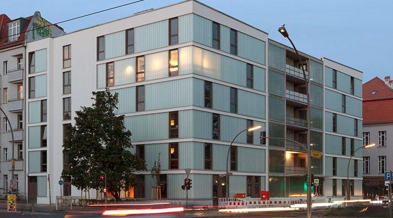 Die Profilglasfassade mit TIMax GL-PlusF erfüllt die Anforderungen an die Wärmedämmung. Fotograf: janbitter.de, Berlin