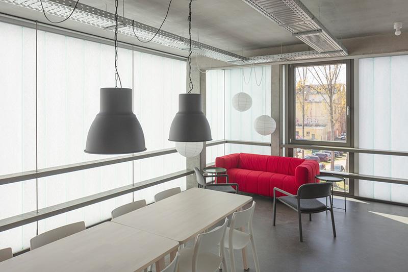 Die hohe Lichtstreuung der TWD erreicht eine blendfreie Raumausleuchtung. Fotograf: janbitter.de, Berlin