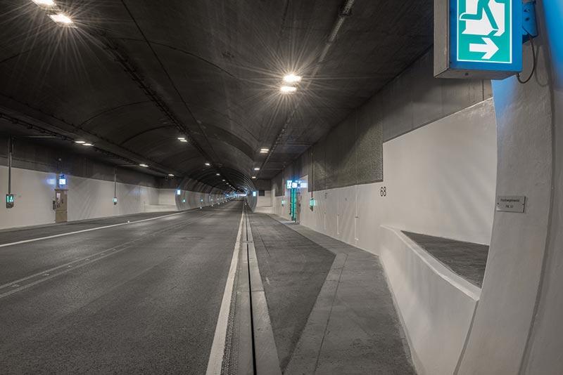 Beliebtes Ziel von Graffiti-Sprayern: Flächen an öffentlichen Bauwerken, z.B. Brücken oder Tunnel. Foto: StoCretec