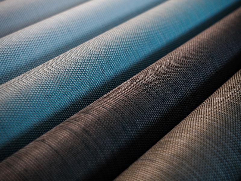 Auffällig an Soltis Touch ist das mehrfarbige Webmuster aus bis zu 4 Fäden und ein eingearbeitetes Rohgarn, das eine sehr raffinierte und markante, natürliche Oberfläche schafft. Foto: Serge Ferrari/Clément Caudal
