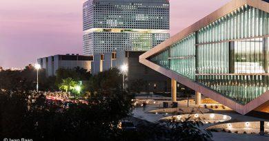 Insgesamt 5.500 Quadratmeter umfasst die wellenförmige Glasfassade der Qatar National Library.