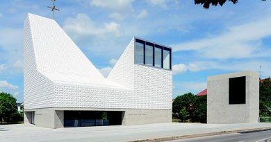 """In der bayerischen Gemeinde Poing steht das mit dem """"Große Nike"""" ausgezeichnete Kirchenzentrum Seliger Pater Rupert Mayer. Foto: Florian Holzherr"""