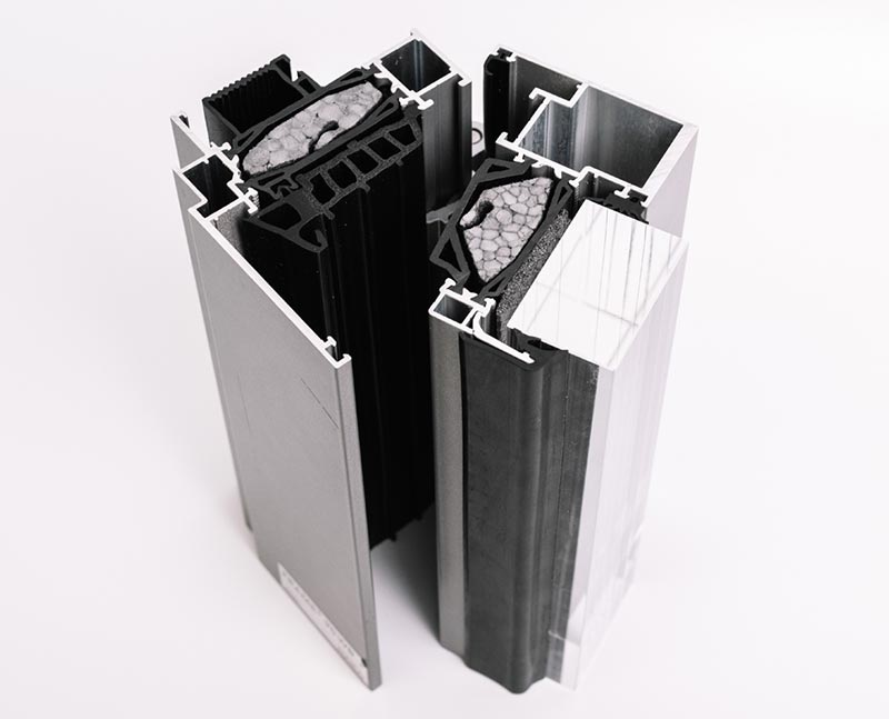 Musterverbund von JET-Therm-Profilen. Bildquelle: Fa. Joma-Polytec; System Fa. Raico