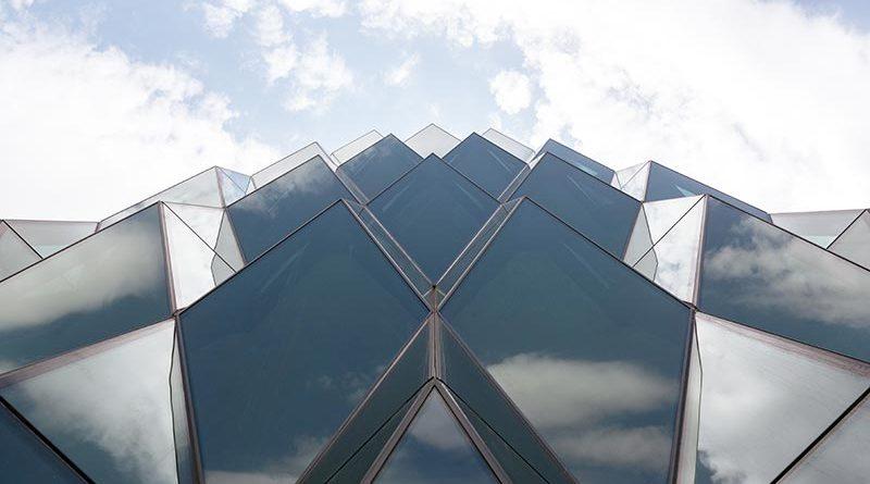 Die Glasfassaden des Solar Carve bestehen aus ipasol neutral 38/23 und ipasol neutral 70/37 von AGC Interpane. Foto: Timothy Schenck / Focchi