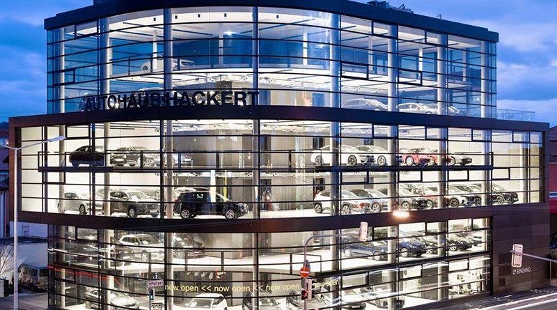 Für die Außenverglasung des Heilbronner Autohauses Hackert kam Guardian SunGuard SNX 50 zum Einsatz; Bildquelle: pierer.net