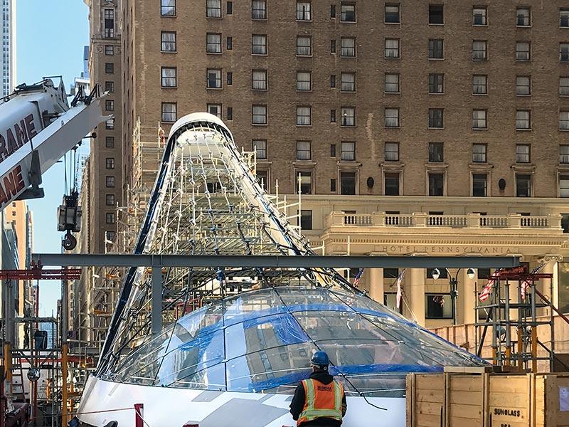 Die anspruchsvolle Montage mitten in Manhattan erforderte eine geschickte Koordination der Installationsphasen. Bildrechte: seele